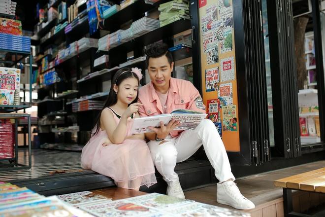 MC Nguyen Khang dua Bao Ngoc di dao Duong Sach nhan 1/6 hinh anh 2