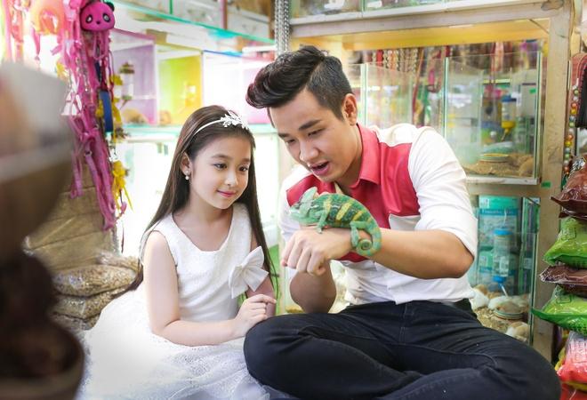 MC Nguyen Khang dua Bao Ngoc di dao Duong Sach nhan 1/6 hinh anh 6