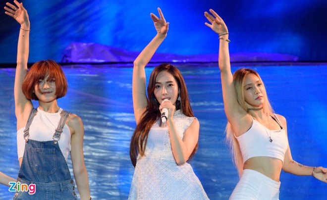 Nhac si Duong Khac Linh am chi Jessica Jung hat nhep hinh anh