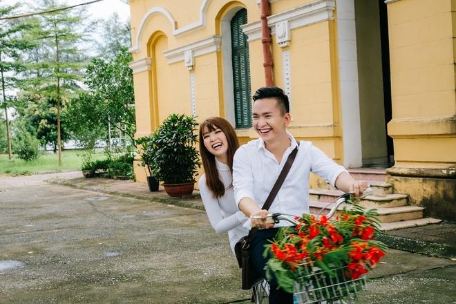 A hau Thuy Van va MC Hanh Phuc khoe giong hat trong MV ve tuoi hoc tro hinh anh 1