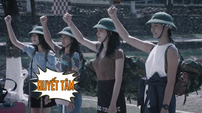 Huong Giang Idol duoc bau lam tieu doi truong khi nhap ngu hinh anh 1