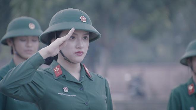 Huong Giang Idol duoc bau lam tieu doi truong khi nhap ngu hinh anh