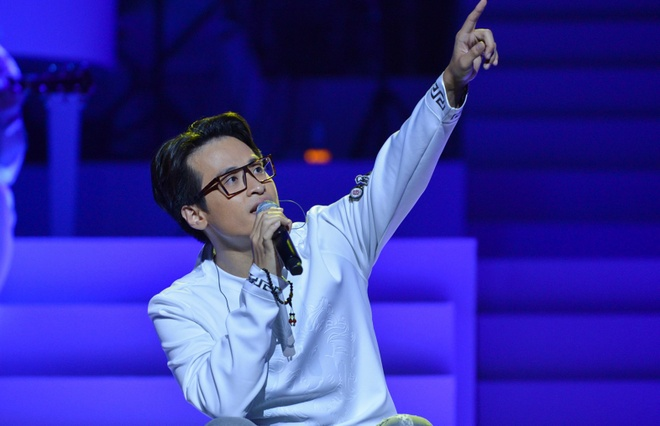 Live show Ha Anh Tuan: 'Nham mat, that day an toan va bay' hinh anh