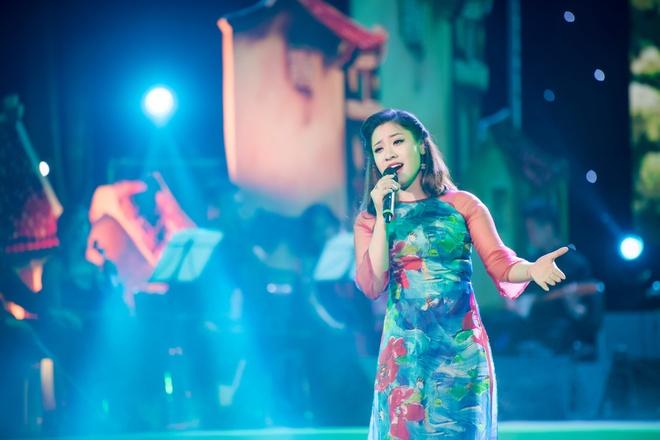My Linh van nong nan voi 'Ha Noi dem tro gio' hinh anh 6