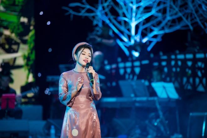 My Linh van nong nan voi 'Ha Noi dem tro gio' hinh anh 5