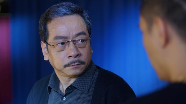 'Ong trum Phan Quan' lam nguoi dan chuyen trong live show Quang Le hinh anh