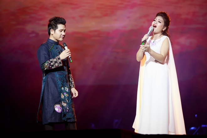 Trong Tan - Anh Tho an y khi hat live 'Khuc hat song que' hinh anh