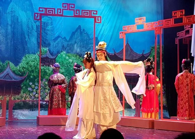 'Hong Lau Mong' lan dau duoc chuyen the tren san khau Ha Noi hinh anh 1