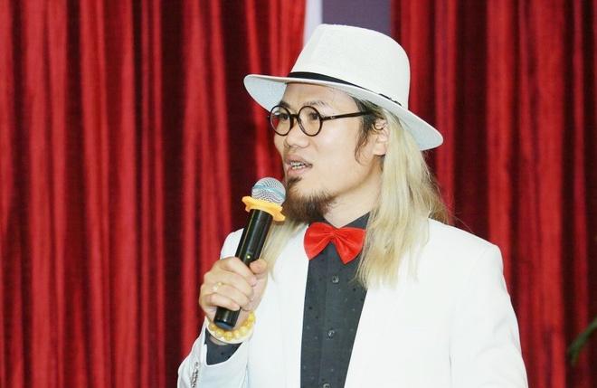 Ngoc Son huy show dien chau Au de tham gia Gala hai Tet o Ha Noi hinh anh 1