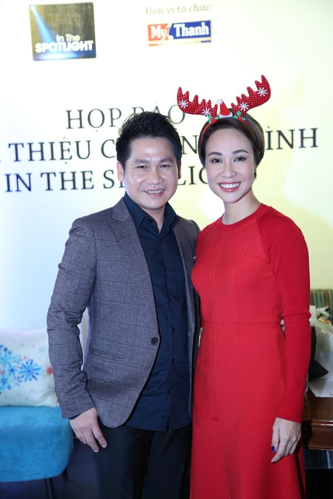Uyen Linh thay so khi phai song ca voi Trong Tan hinh anh 2