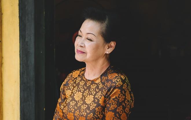 Khanh Ly 'tra no' khan gia Hai Phong sau su co huy show hinh anh
