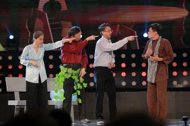 Hoai Linh khien khan gia Ha Noi cuoi 'chay nuoc mat' hinh anh 3