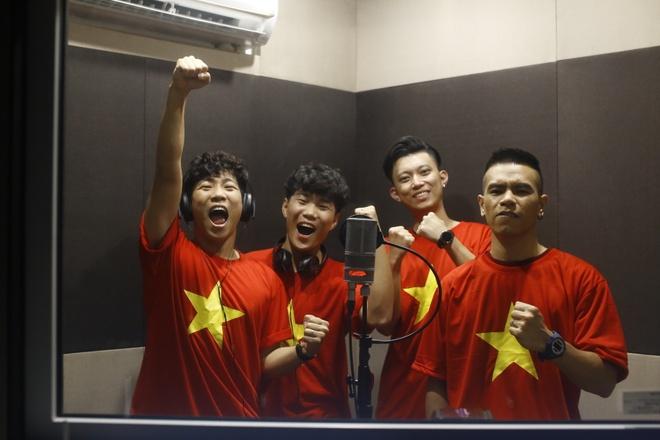 OPlus sang tac ca khuc 'Buoc chan than ky' danh tang U23 Viet Nam hinh anh 1