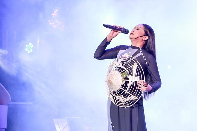 Nhu Quynh hat 'Duyen phan' trong live show dau tien tai Viet Nam hinh anh