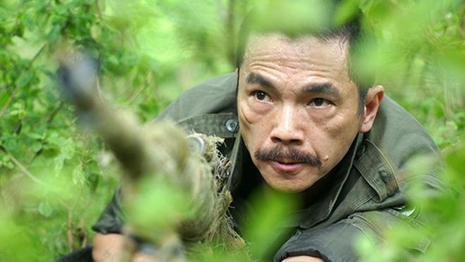 Luong Bong 'Nguoi phan xu' va tai xe taxi xo xat chay mau dau hinh anh