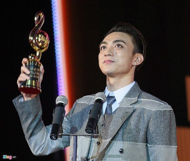 De cu giai Cong hien 2018: Tiec cho Huong Tram va Soobin Hoang Son hinh anh 2