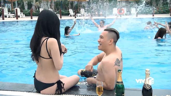 Quang cao 1/5 thoi luong phim, 'Nguoi phan xu' tien truyen gay buc xuc hinh anh 2