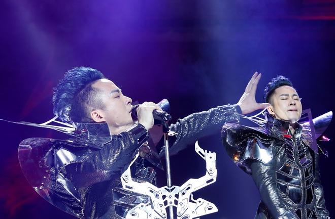 Tung Duong hat Bo tu song Hong: 'Thang oat con' duong dau quai nhan hinh anh