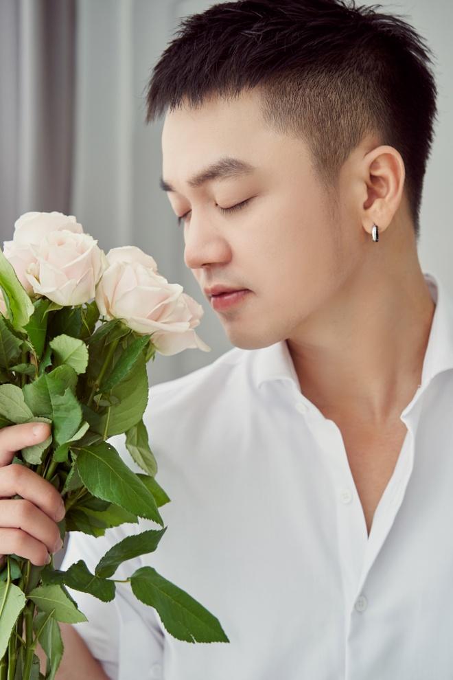 Hong Duong (M4U): 'Nhac Viet dang buon qua, can tich cuc hon' hinh anh 1
