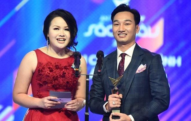 VTV Awards 2018 co thoa dang khi cac BTV Thoi su lai trang giai? hinh anh