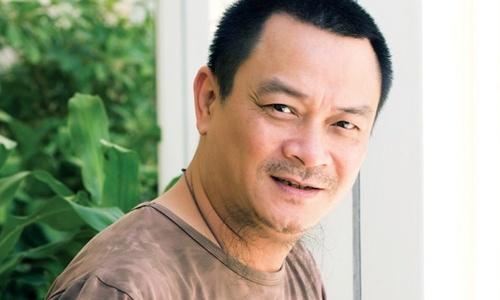 Giam doc Nha hat Kich Viet Nam Anh Tu dang phai truyen mau hinh anh