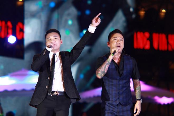 Tuan Hung khoc truoc 10.000 khan gia trong live show 20 nam ca hat hinh anh 5
