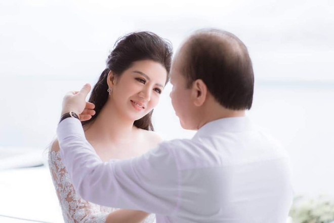 Ca si Dinh Hien Anh lam le cuoi voi Thu truong Bo Tai chinh hinh anh