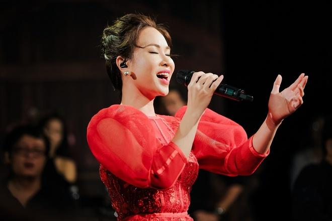 Uyen Linh: 'Mua duoc nha nho bai hat Cho nguoi noi ay' hinh anh