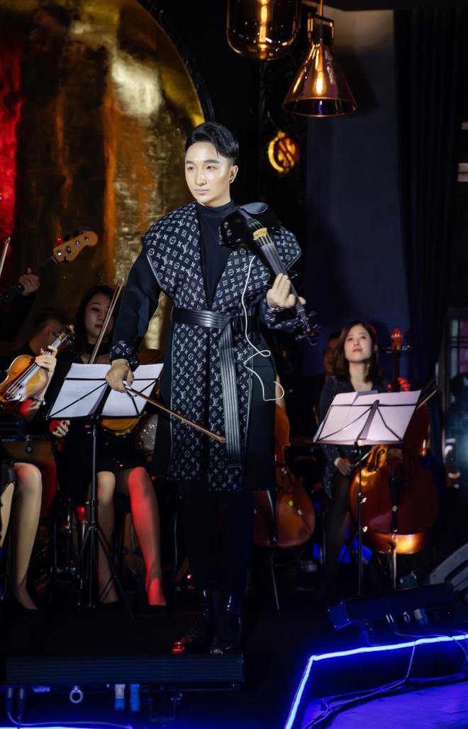 Tung Duong thang hoa cung tieng dan violin duong dai cua Hoang Rob hinh anh 2