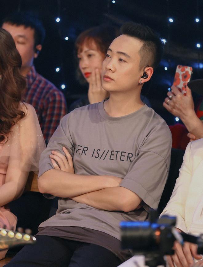 Soobin Hoang Son: 'Toi gio song khep kin, it ra duong, it len mang' hinh anh 4