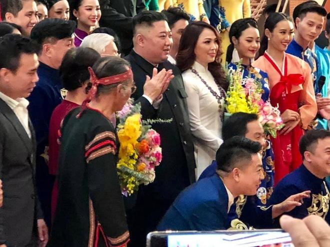 duoc ong Kim Jong Un tang hoa anh 1