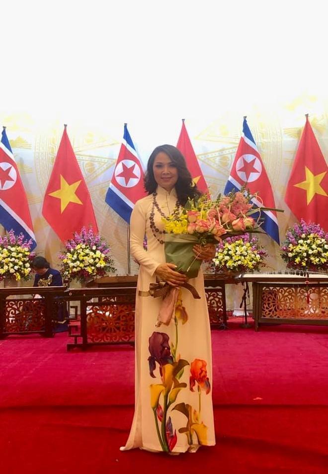 duoc ong Kim Jong Un tang hoa anh 2