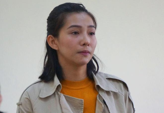 Diễn viên Lưu Đê Ly tại tòa. Ảnh: Quỳnh An.
