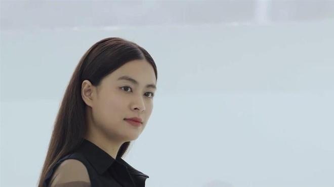 'Me cung': Hoang Thuy Linh tre, dep sau 12 nam Nhat ky Vang Anh hinh anh 3