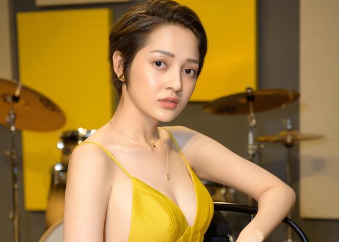Teaser phong van Bao Anh: Trai long ve on ao, yeu lai Ho Quang Hieu hinh anh