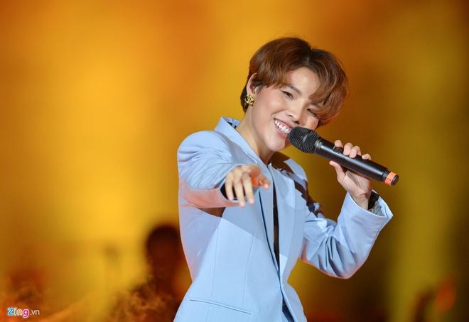 Sau thanh cong cua 'Dear Ha Noi', Vu Cat Tuong lam live show o TP.HCM hinh anh 2