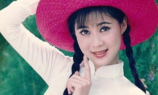 Hau truong buoi chup anh cua Diem Huong nam 1990 hinh anh