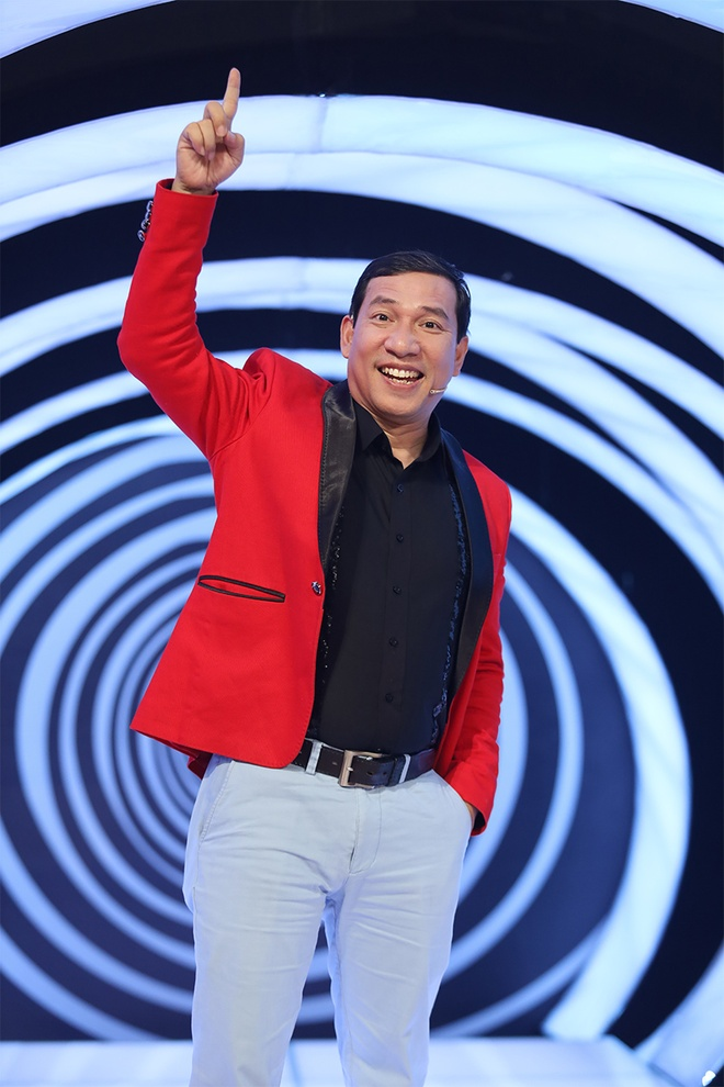 Khan gia bat cuoi khi MC Lai Van Sam bi Quang Thang goi la 'cu Sam' hinh anh 2