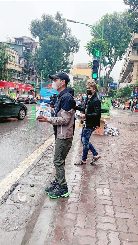 Xuan Bac, Khac Viet va nhieu nghe si xuong duong phat khau trang hinh anh 3 83865654_3054634681233735_5280691878461702144_n.jpg