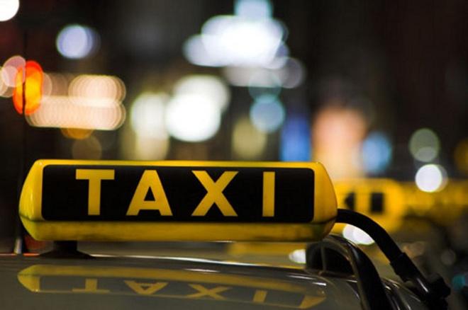 Di taxi bi mat laptop va tai lieu hinh anh
