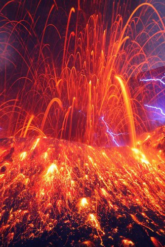 Con duong dom dom huyen ao o Nhat hinh anh 7 Sakurajima với sét núi lửa ở tỉnh Kagoshima ở Kyushu, Nhật Bản.