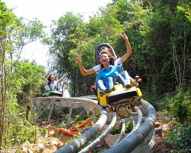 Thu nhung tro choi cam giac manh moi du nhap vao Viet Nam hinh anh 13 Xe trượt núi đem lại trải nghiệm rất thích thú.
