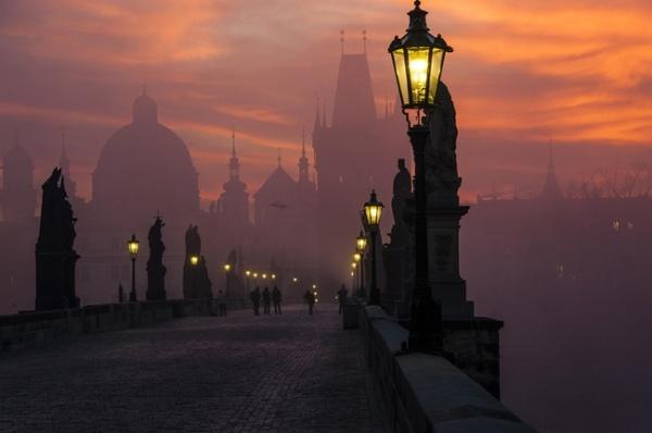 Cau Rong lot top 20 cay cau dep an tuong tren the gioi hinh anh 19 18. Cầu Charles - Praha, cộng hòa Czech được xay dựng vào năm 1357, vật liệu hoàn toàn bằng đá
