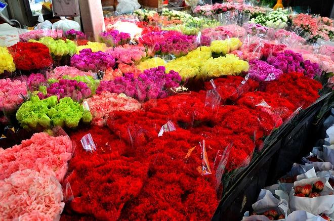 10 cho hoa noi tieng nhat the gioi hinh anh 9 Chợ hoa Dangwa, Philippines: Nếu bạn đang yêu, hãy đến mua một bó hoa ở chợ Dangwa lúc nửa đêm. Vào ngày lễ Tình Yêu, người dân Manila đã làm như thế. Các hàng hoa ở đây mở cửa suốt ngày đêm.