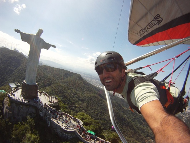 10 kieu du lich mao hiem nhat the gioi hinh anh 7 5. Bay diều (Hang gliding) (Brazil): Lướt mình trong gió và cúi xuống ngắm nhìn Rio De Janeiro, còn gì hơn thế! Không khí mát lạnh sẽ xua tan mọi sợ hãi đối với độ cao của bạn... Nhưng điều này có thể không đúng đối với tất cả mọi người đâu, bạn nhé.