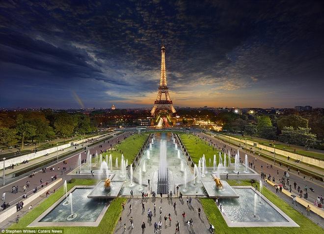 Chup 1500 buc anh de co mot Eiffel nua sang nua toi hinh anh