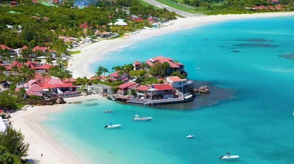 Nhung bai bien de duoc gap sieu sao hinh anh 2 Hòn đảo Caribbe xinh đẹp này nổi tiếng với cuộc sống phù phiếm về đêm và là nơi lý tưởng để tắm nắng. Bạn có thể bắt gặp Jay-Z and Beyonce hoặc Jessica Alba ở đây.  Khách sạn: Eden Rock, Hotel Saint Barth Isle De France.