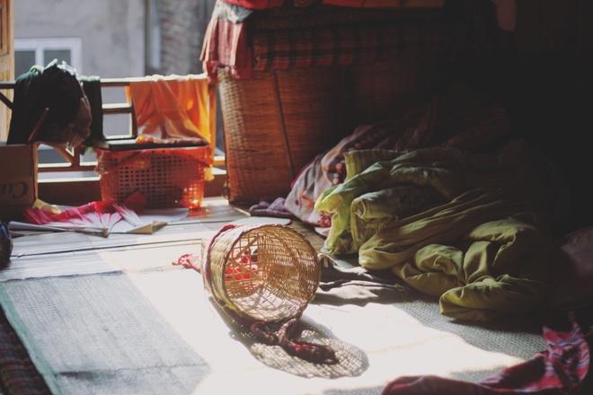 Tim binh yen o thung lung Mai Chau hinh anh 10 Nắng sáng sớm rọi vào nhà sàn ở bản Pom Coọng.