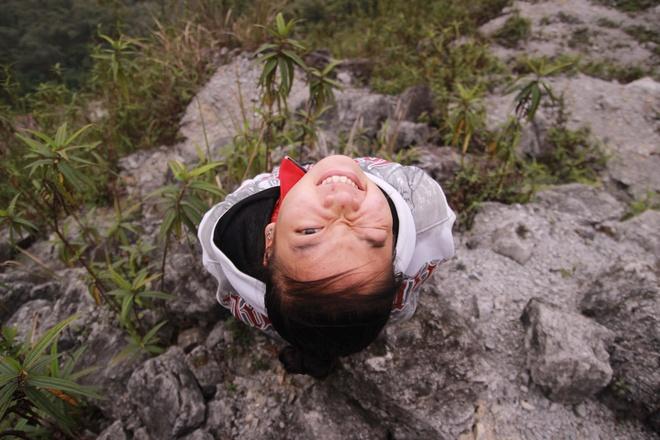 Tim binh yen o thung lung Mai Chau hinh anh 2 Dừng chân chụp ảnh ở Dốc đá trắng.