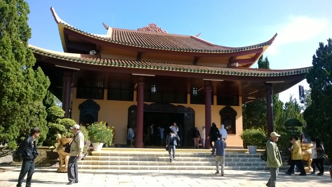 Mot Da Lat tuyet dep cua rieng toi hinh anh 12 Hôm kế tiếp chúng tôi đến thăm một địa điểm nổi tiếng của Đà Lạt đậm tín ngưỡng Phật Giáo, đó chính là Thiền Viện Trúc Lâm.